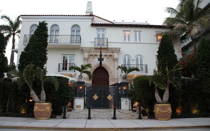 Versace mansion 20 amazing facts about casa casuarina for Gianni versace home