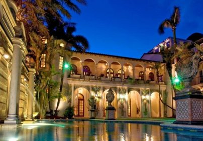 versace mansion Versace Mansion: 20 Amazing Facts About Casa Casuarina Casa Casuarina Miami Versace2 404x282