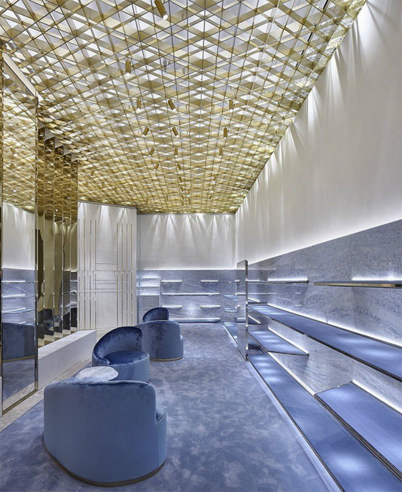versace A New Versace Store With A Twist mame moda designversace
