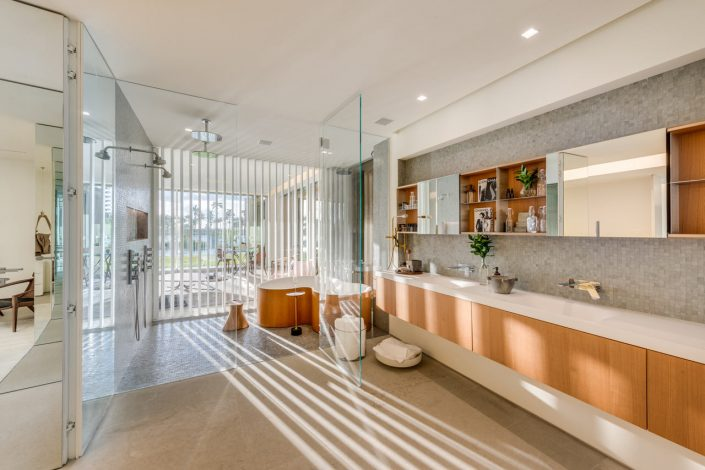 Studio MK27 Designed This Miami Beach Home With A Lagoon studio mk27 Studio MK27 Designed This Miami Beach Home With A Lagoon Miami Beach House Marcio Kogan MK 27 10 705x470