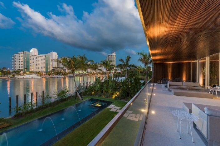 Studio MK27 Designed This Miami Beach Home With A Lagoon studio mk27 Studio MK27 Designed This Miami Beach Home With A Lagoon Miami Beach House Marcio Kogan MK 27 11 705x470