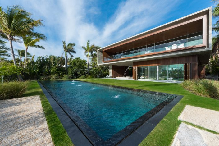 Studio MK27 Designed This Miami Beach Home With A Lagoon studio mk27 Studio MK27 Designed This Miami Beach Home With A Lagoon Miami Beach House Marcio Kogan MK 27 3 705x470