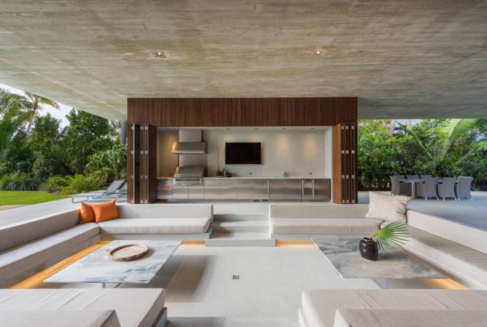 Studio MK27 Designed This Miami Beach Home With A Lagoon studio mk27 Studio MK27 Designed This Miami Beach Home With A Lagoon Miami Beach House Marcio Kogan MK 27 5 705x474