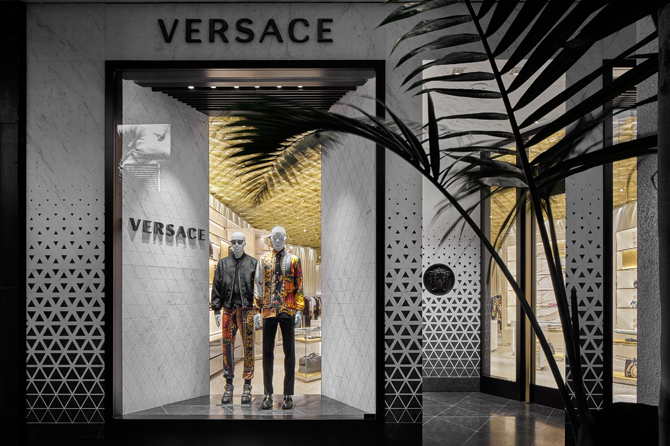 Behold Curiosity Japan's Amazing Versace Miami Store curiosity japan Behold Curiosity Japan's Amazing Versace Miami Store Behold Curiosity Japans Amazing Versace Miami Store 7