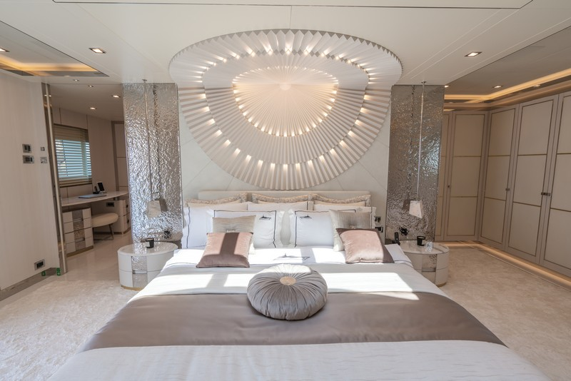 lilium yacht Lilium Yacht, The Ultimate Luxurious Yacht Interiors Experience Lilium Yacht The Ultimate Luxurious Yacht Interiors Experience 4