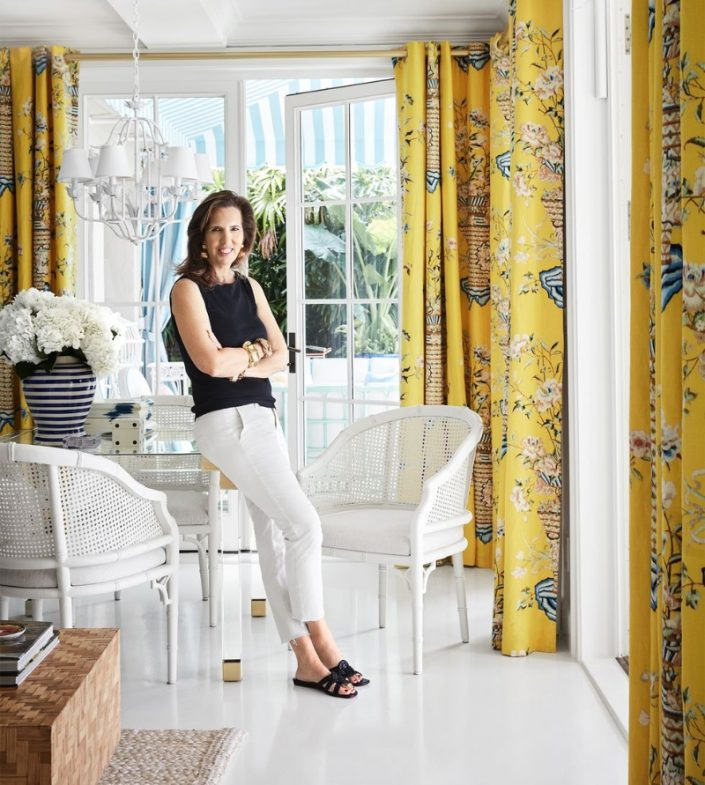 Liz Lange's Tropical Holiday Home in Palm Beach liz lange Liz Lange's Tropical Holiday Home in Palm Beach Fashion Maven Liz Lange Crafts a Palm Beach Getaway with Personality 5 705x785